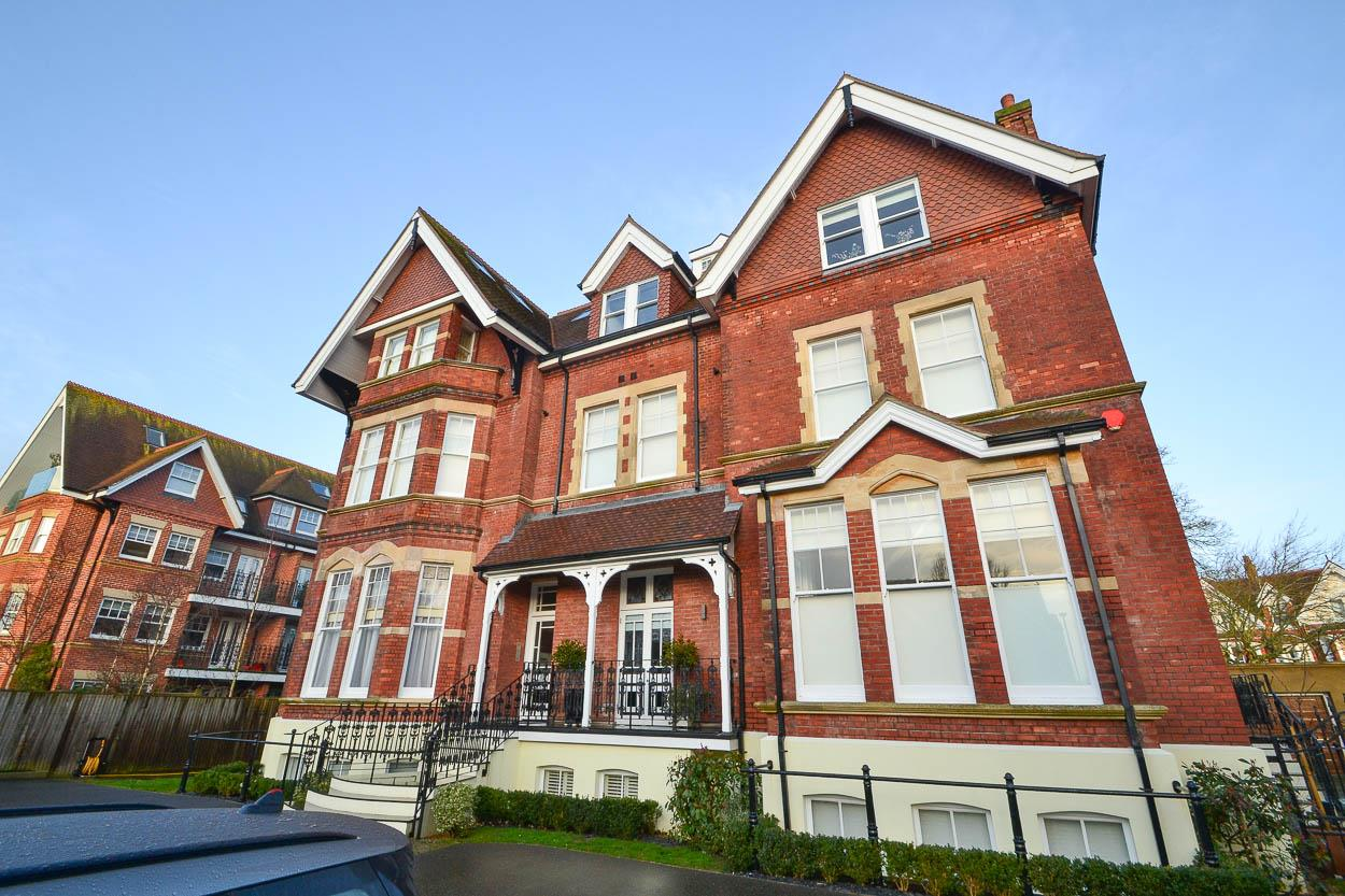 3 Bedrooms Flat for sale in Bolsover Road, Eastbourne